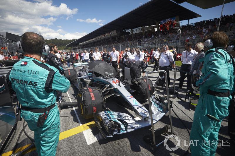 Ingegneri in griglia con Lewis Hamilton, Mercedes AMG F1 W09