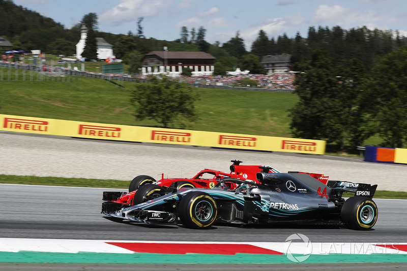 Sebastian Vettel, Ferrari SF71H, lotta con Lewis Hamilton, Mercedes AMG F1 W09