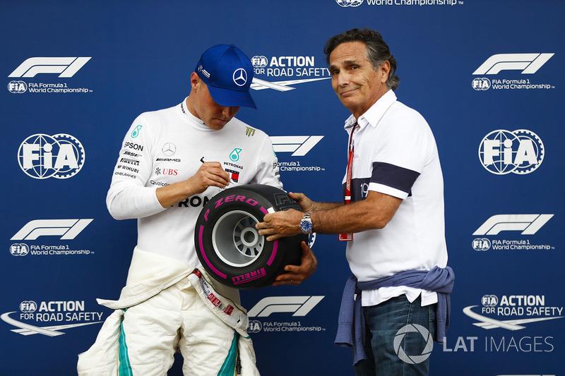 Pole sitter Valtteri Bottas, Mercedes AMG F1, signs the Pirelli pole trophy presented by Nelson Piquet Sr