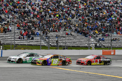 Kasey Kahne, Hendrick Motorsports Chevrolet, Kyle Busch, Joe Gibbs Racing Toyota, Jamie McMurray, Chip Ganassi Racing Chevrolet