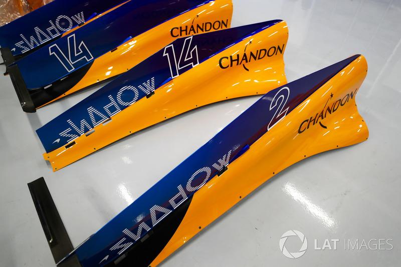 Parti dei cofani motore delle monoposto di Fernando Alonso, McLaren MCL33, e Stoffel Vandoorne, McLaren MCL33