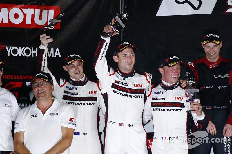 Podio: segundo lugar #911 Manthey Racing Porsche 911 GT3 R: Earl Bamber, Nick Tandy, Patrick Pilet