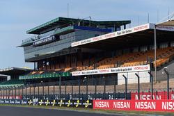 Le Mans, Start-Ziel-Gerade, Tribünen