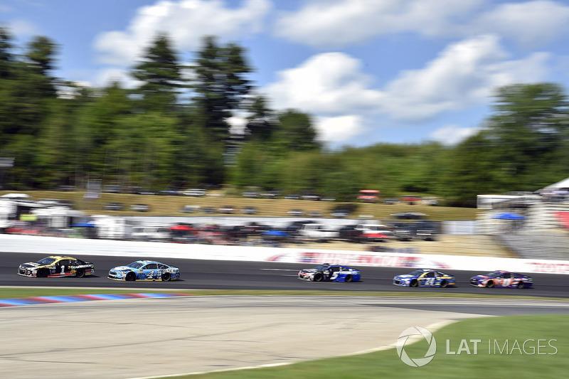 Jamie McMurray, Chip Ganassi Racing Chevrolet, Kevin Harvick, Stewart-Haas Racing Ford