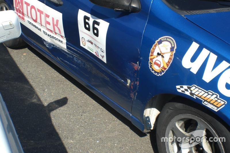 Невеликі бойові шрами на машині Руслана Сєрова