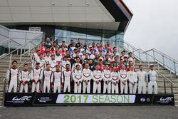 صورة جماعية للسائقين