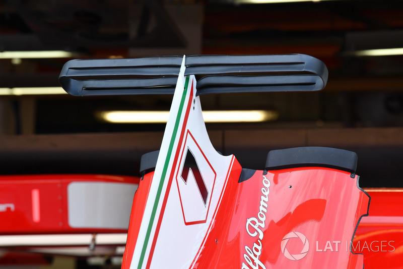 Ferrari SF70H, Karosserie und Motorabdeckung mit Flügl, Detail