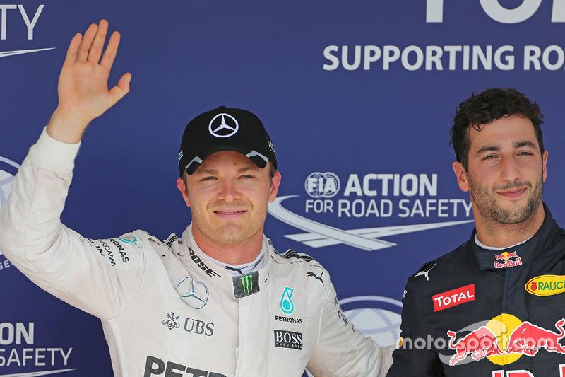 Polesitter Nico Rosberg, Mercedes AMG F1 and third place Daniel Ricciardo, Red Bull Racing