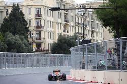 Искры из-под машины Даниэля Риккардо, Red Bull Racing RB12