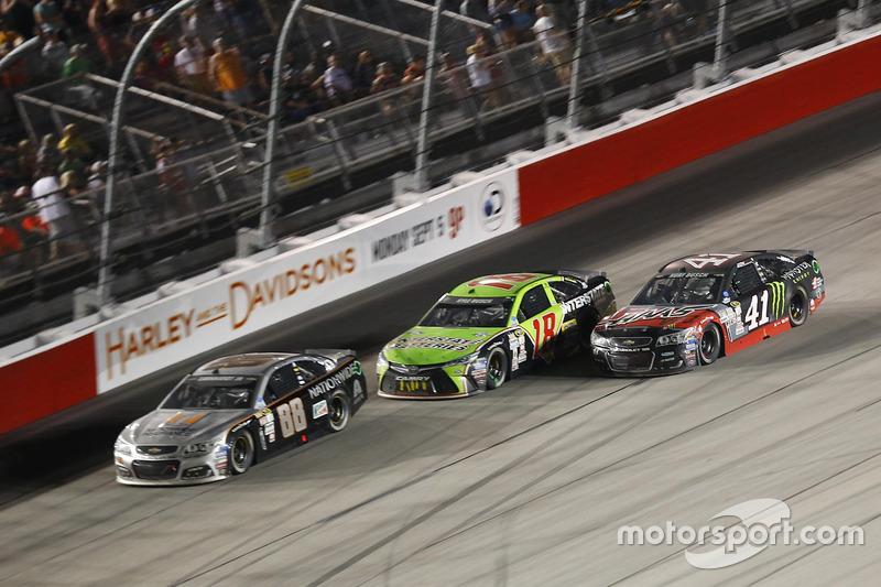 Jeff Gordon, Hendrick Motorsports Chevrolet, Kyle Busch, Joe Gibbs Racing Toyota, Kurt Busch, Stewar