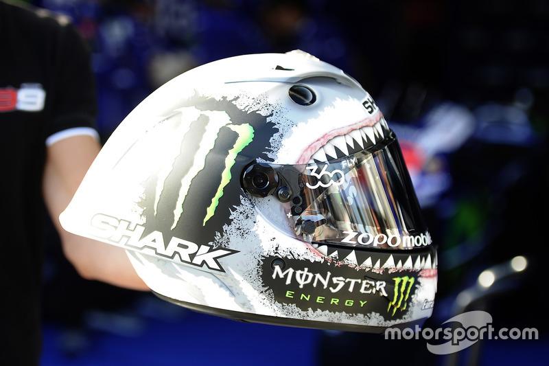 Lorenzo llevó un diseño con un tiburón en su casco para Motorland 2016