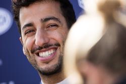 Daniel Ricciardo, Red Bull Racing con los medios