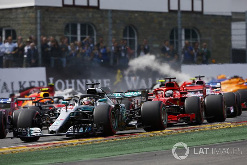 Льюі Хемілтон, Mercedes AMG F1 W09, лідирує на старті