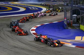 Max Verstappen, Red Bull Racing RB14 and Sebastian Vettel, Ferrari SF71H