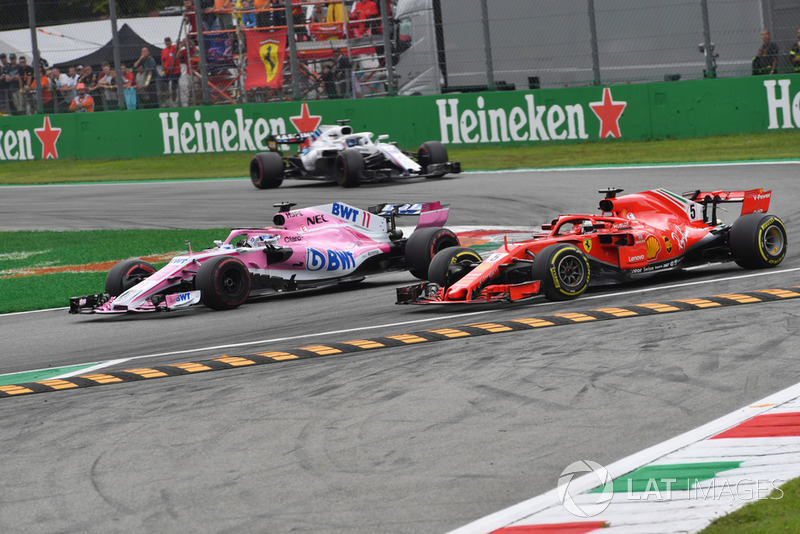 Sergio Perez, Racing Point Force India VJM11 y Sebastian Vettel, Ferrari SF71H