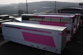 Force India F1 trucks