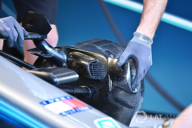 Mercedes AMG F1 W09 front brake duct detail