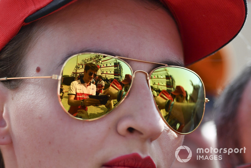Charles Leclerc, Sauber signs autographs for the fans reflected in sunglasses