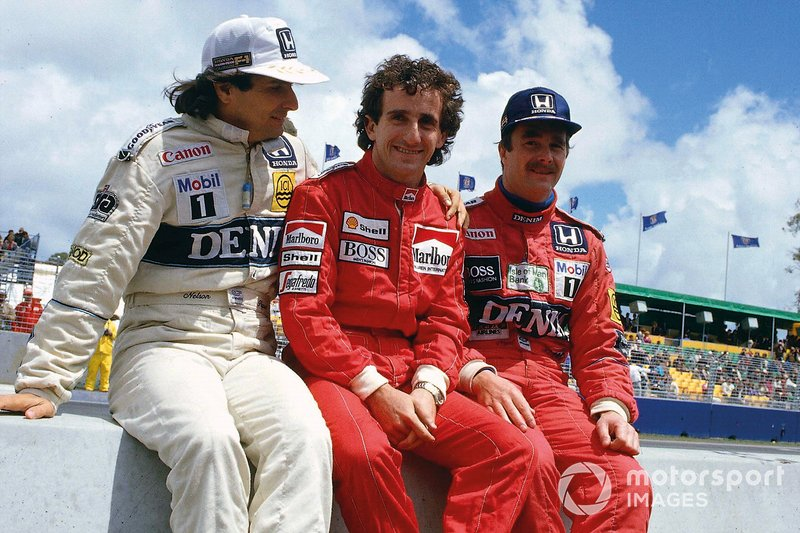 Nelson Piquet, Williams Honda, Alain Prost, McLaren TAG Porsche, Nigel Mansell, Williams Honda, on the pit wall.