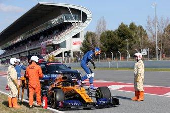 Carlos Sainz Jr., McLaren MCL34 stops on track