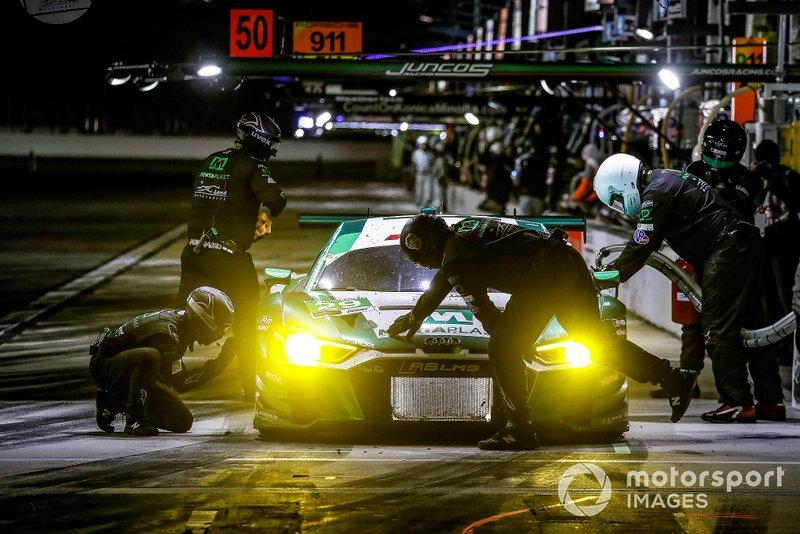 #29 Montaplast by Land Motorsport Audi R8 LMS GT3, GTD: Daniel Morad, Christopher Mies, Dries Vanthoor, pit stop