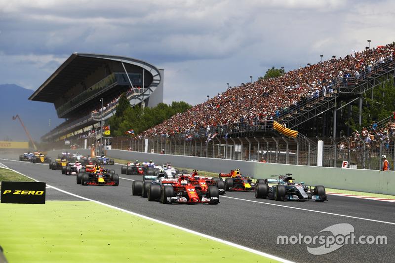 Sebastian Vettel, Ferrari SF70H, Lewis Hamilton, Mercedes AMG F1 W08, líderes de la carrera