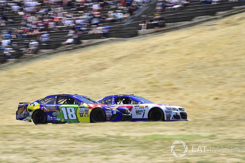 Chris Buescher, JTG Daugherty Racing Chevrolet, Kyle Busch, Joe Gibbs Racing Toyota