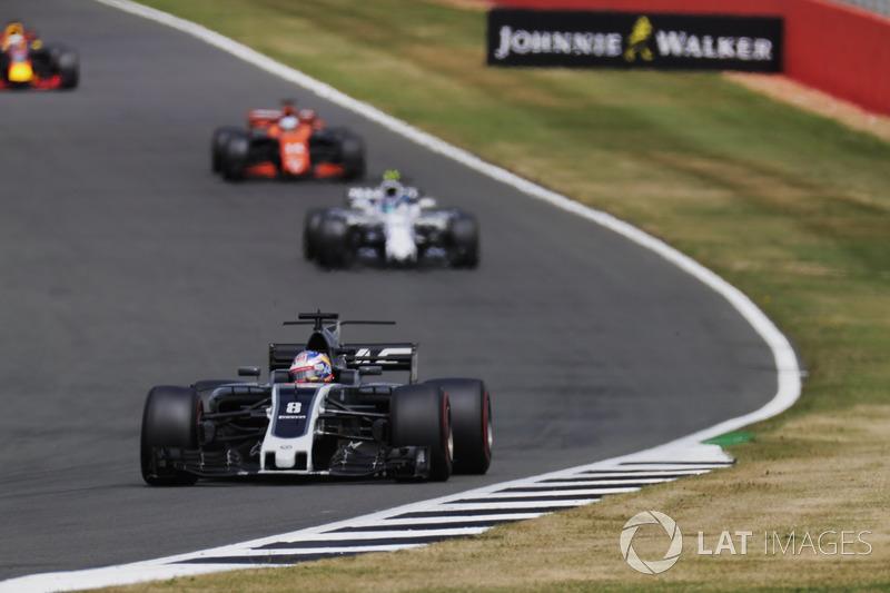 Romain Grosjean, Haas F1 Team VF-17, Lance Stroll, Williams FW40 y Fernando Alonso, McLaren MCL32