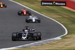 Romain Grosjean, Haas F1 Team VF-17, Lance Stroll, Williams FW40 e Fernando Alonso, McLaren MCL32