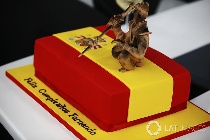 كعكة عيد ميلاد فرناندو ألونسو، مكلارين هوندا