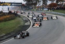Start: Mario Andretti, Lotus 78 Ford, führt