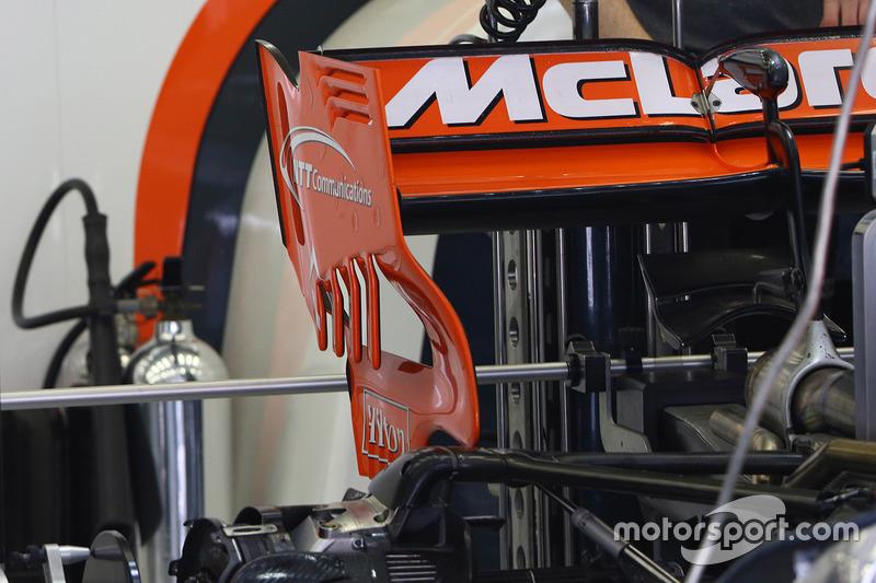 McLaren MCL32 old rear wing detail