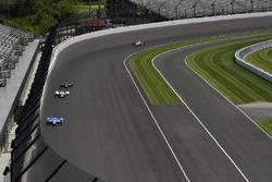 Скотт Диксон, Chip Ganassi Racing Honda, и Джей Ховард, Schmidt Peterson Motorsports Honda