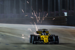 Nico Hulkenberg, Renault Sport F1 Team RS17, kicks up sparks