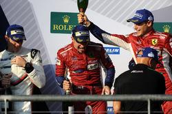 Подіум у класі LMGTE Pro: переможці Джеймс Каладо, Алессандро П'єр Гуіді, AF Corse