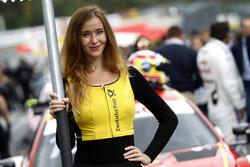 Gridgirl für Augusto Farfus, BMW Team RMG, BMW M4 DTM
