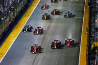 Sebastian Vettel, Ferrari SF70H, Max Verstappen, Red Bull Racing RB13, Kimi Raikkonen, Ferrari SF70H immediatamente prima del contatto