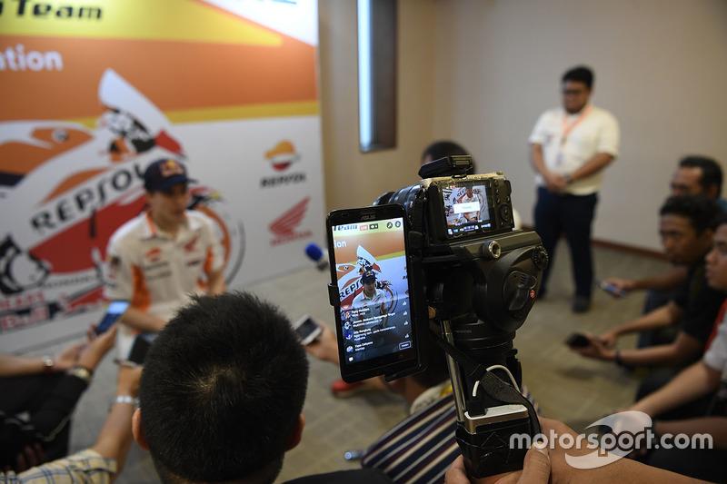 Marc Marquez, Repsol Honda Team con i media
