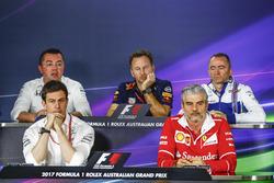 Гоночный директор McLaren Эрик Булье, совладелец и исполнительный директор Mercedes AMG F1 Тото Вольф, руководитель Red Bull Racing Кристиан Хорнер, технический директор Williams Падди Лоу, руководитель команды Маурицио Арривабене
