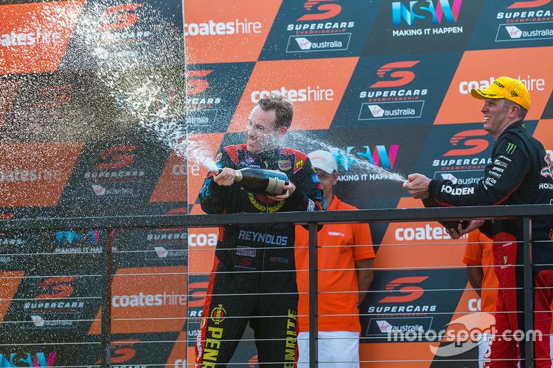 Podium: segundo, Garth Tander, Holden Racing Team, tercero, David Reynolds, Erebus Motorsport Holden