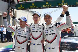 Les vainqueurs, #2 Porsche Team Porsche 919 Hybrid: Timo Bernhard, Earl Bamber, Brendon Hartley