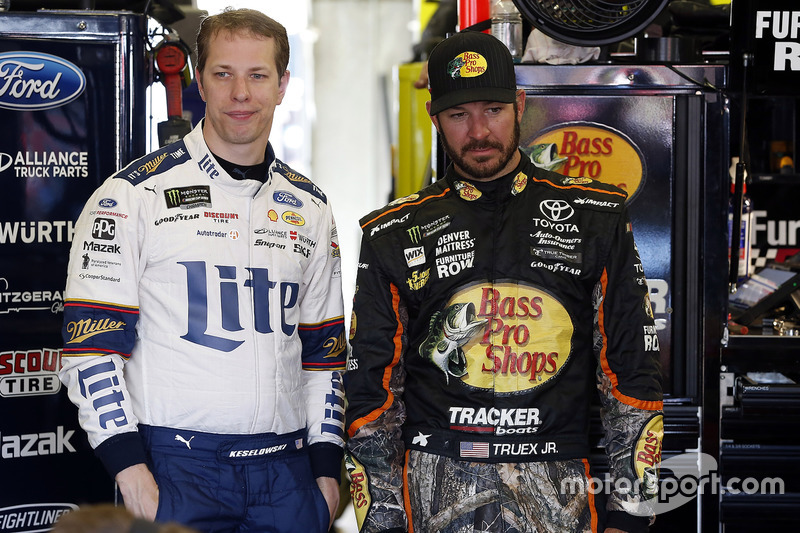 Brad Keselowski, Team Penske, Ford; Martin Truex Jr., Furniture Row Racing, Toyota