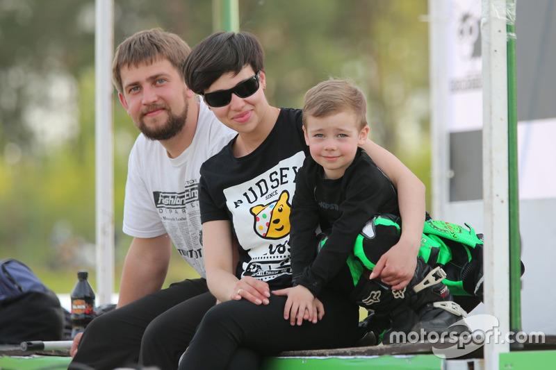 Тіма Кулєшов з батьками
