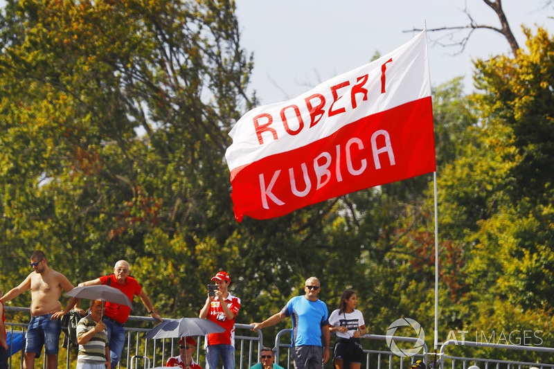 Fans, a flag in support of Robert Kubica