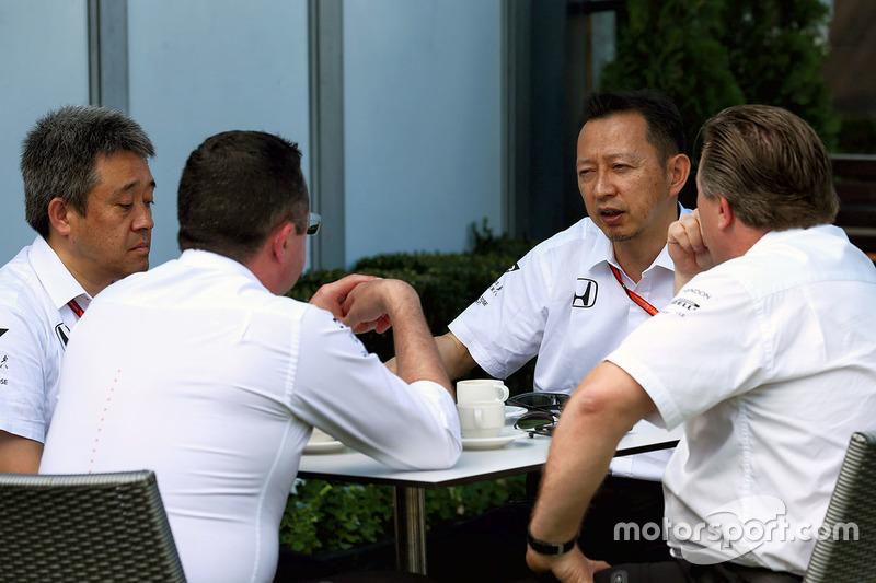 Para ayudar a McLaren a desprenderse de Honda
