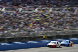 Brad Keselowski, Team Penske Ford and David Ragan, Front Row Motorsports Ford