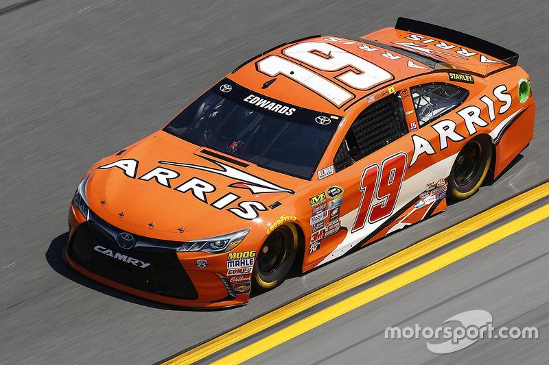 #19 Carl Edwards (Gibbs-Toyota)