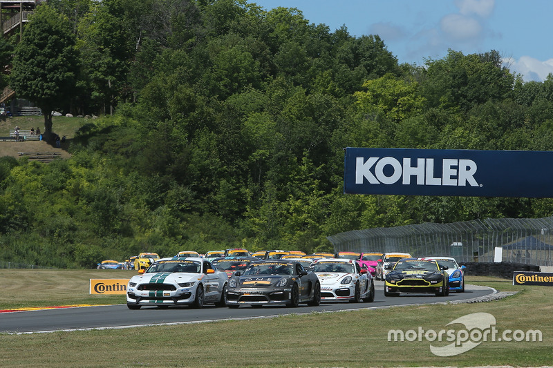 Start: #15 Multimatic Motorsports Mustang Boss 302R: Billy Johnson, Scott Maxwell leads the field to the green flag