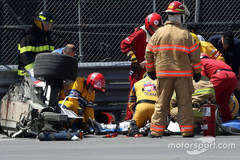 Все свидетели аварии переживали тревожные минуты. Кубицу извлекли из автомобиля, но его состояние оставалось неясным.