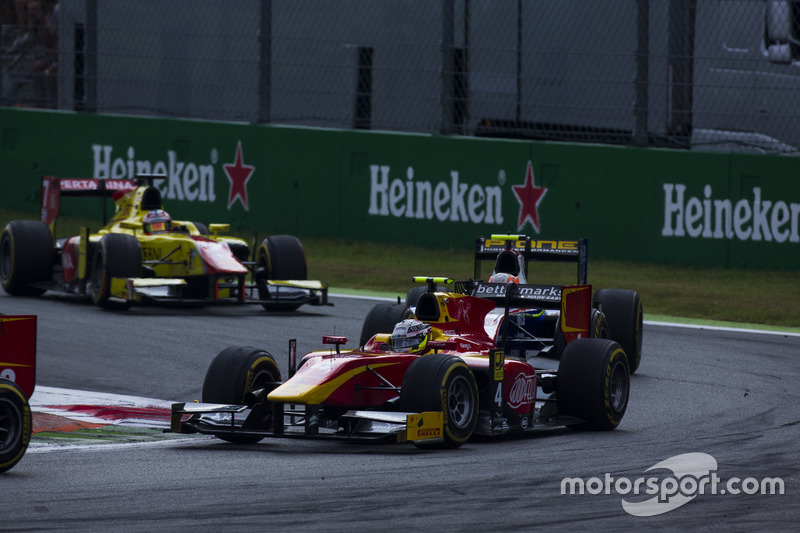 Jordan King, Racing Engineering leads Luca Ghiotto, Trident and Mitch Evans, Pertamina Campos Racing